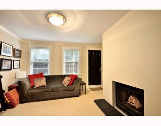 "Photo 8: 1365 W 7TH AV in Vancouver: Fairview VW Condo for sale in ""WEMSLEY MEWS"" (Vancouver West)  : MLS®# V806389"