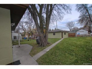 Photo 2: 230 Poplar Avenue in WINNIPEG: East Kildonan Residential for sale (North East Winnipeg)  : MLS®# 1426652