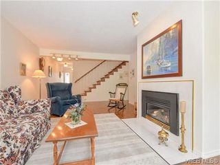 Photo 2: 10 1950 Cultra Ave in SAANICHTON: CS Saanichton Row/Townhouse for sale (Central Saanich)  : MLS®# 731836