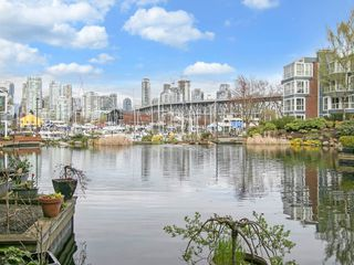 "Photo 2: 1585 MARINER Walk in Vancouver: False Creek Townhouse for sale in ""LAGOONS"" (Vancouver West)  : MLS®# R2158122"