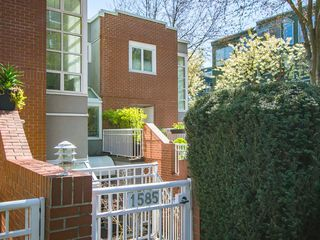 "Photo 27: 1585 MARINER Walk in Vancouver: False Creek Townhouse for sale in ""LAGOONS"" (Vancouver West)  : MLS®# R2158122"