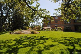 Photo 2: 504 2910 Cook Street in VICTORIA: Vi Hillside Condo Apartment for sale (Victoria)  : MLS®# 379624