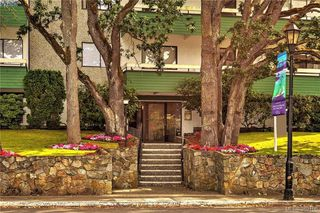 Photo 2: 104 2095 Oak Bay Avenue in VICTORIA: OB South Oak Bay Condo Apartment for sale (Oak Bay)  : MLS®# 382106