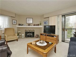 Photo 2: 402 1052 Rockland Avenue in VICTORIA: Vi Downtown Residential for sale (Victoria)  : MLS®# 349517