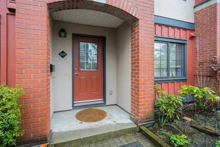 Photo 3: 829 AGNES STREET in New Westminster: Downtown NW Townhouse for sale : MLS®# R2257074