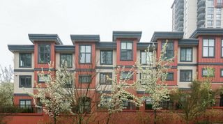 Photo 1: 829 AGNES STREET in New Westminster: Downtown NW Townhouse for sale : MLS®# R2257074