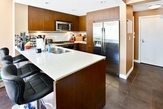 """Photo 13: 208 2940 KING GEORGE Boulevard in Surrey: King George Corridor Condo for sale in """"High Street"""" (South Surrey White Rock)  : MLS®# R2305560"""