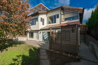 Photo 23: 15335 COLUMBIA Avenue: White Rock House for sale (South Surrey White Rock)  : MLS®# R2309099