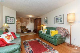 Photo 4: 19 500 Marsett Place in VICTORIA: SW Royal Oak Townhouse for sale (Saanich West)  : MLS®# 401668