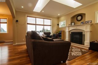 Photo 3: 921 Cavalcade Terrace in VICTORIA: La Florence Lake Single Family Detached for sale (Langford)  : MLS®# 404639