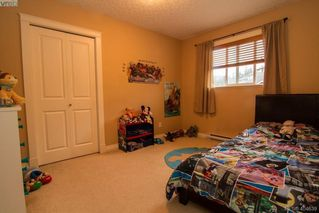 Photo 14: 921 Cavalcade Terrace in VICTORIA: La Florence Lake Single Family Detached for sale (Langford)  : MLS®# 404639