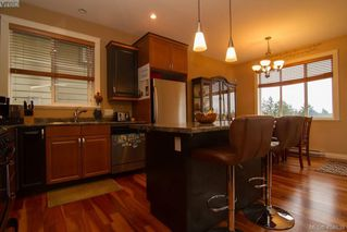 Photo 4: 921 Cavalcade Terrace in VICTORIA: La Florence Lake Single Family Detached for sale (Langford)  : MLS®# 404639