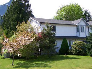 Main Photo: 41521 BRENNAN Road: Brackendale House 1/2 Duplex for sale (Squamish)  : MLS®# R2340854
