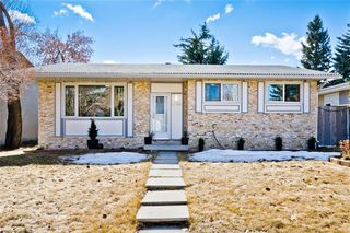 Photo 1: 11140 BRAESIDE Drive SW in Calgary: Braeside Detached for sale : MLS®# C4237369