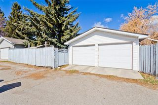 Photo 2: 11140 BRAESIDE Drive SW in Calgary: Braeside Detached for sale : MLS®# C4237369
