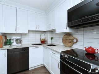 Photo 5: 708 225 Belleville St in VICTORIA: Vi James Bay Condo for sale (Victoria)  : MLS®# 811585