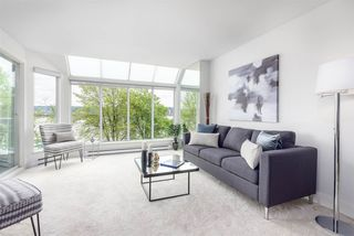 """Photo 3: 305 5 K DE K Court in New Westminster: Quay Condo for sale in """"Quayside Terrace"""" : MLS®# R2366534"""