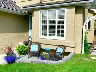 Photo 2: 11 DOUGLAS WOODS Hill SE in Calgary: Douglasdale/Glen Detached for sale : MLS®# A1025929