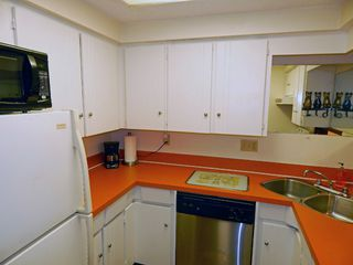 """Photo 7: 209 1011 FOURTH Avenue in New Westminster: Uptown NW Condo for sale in """"CRESTWELL MANOR"""" : MLS®# R2016256"""