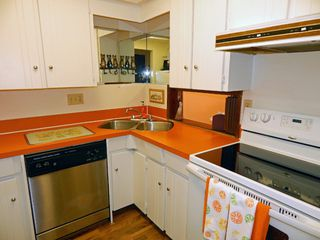 """Photo 8: 209 1011 FOURTH Avenue in New Westminster: Uptown NW Condo for sale in """"CRESTWELL MANOR"""" : MLS®# R2016256"""