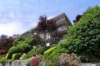 Photo 1: 406 120 E 4TH Street in North Vancouver: Lower Lonsdale Condo for sale : MLS®# R2190577