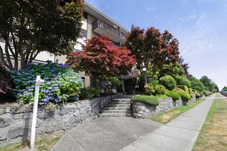 Photo 2: 406 120 E 4TH Street in North Vancouver: Lower Lonsdale Condo for sale : MLS®# R2190577