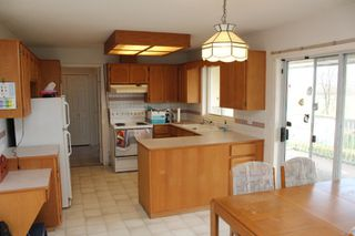 Photo 5: 8742 SUNRISE Drive in Chilliwack: Chilliwack Mountain House for sale : MLS®# R2324304