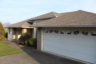 Photo 2: 8742 SUNRISE Drive in Chilliwack: Chilliwack Mountain House for sale : MLS®# R2324304