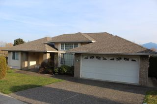 Photo 1: 8742 SUNRISE Drive in Chilliwack: Chilliwack Mountain House for sale : MLS®# R2324304