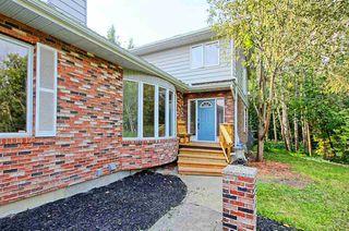 Photo 2: 70 WAKINA Drive in Edmonton: Zone 22 House for sale : MLS®# E4140334