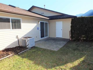 "Photo 3: G 420 RUPERT Street in Hope: Hope Center Townhouse for sale in ""CARIBOO PLACE"" : MLS®# R2335957"