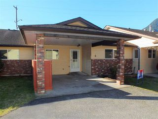 "Photo 1: G 420 RUPERT Street in Hope: Hope Center Townhouse for sale in ""CARIBOO PLACE"" : MLS®# R2335957"