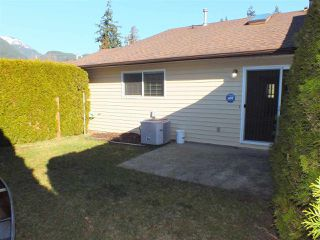 "Photo 2: G 420 RUPERT Street in Hope: Hope Center Townhouse for sale in ""CARIBOO PLACE"" : MLS®# R2335957"