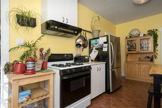 """Photo 8: 266 E 26TH Avenue in Vancouver: Main House for sale in """"MAIN STREET"""" (Vancouver East)  : MLS®# R2358788"""