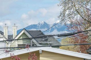 """Photo 3: 266 E 26TH Avenue in Vancouver: Main House for sale in """"MAIN STREET"""" (Vancouver East)  : MLS®# R2358788"""