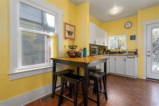 """Photo 7: 266 E 26TH Avenue in Vancouver: Main House for sale in """"MAIN STREET"""" (Vancouver East)  : MLS®# R2358788"""