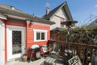 "Photo 16: 266 E 26TH Avenue in Vancouver: Main House for sale in ""MAIN STREET"" (Vancouver East)  : MLS®# R2358788"