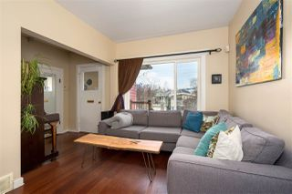 """Photo 2: 266 E 26TH Avenue in Vancouver: Main House for sale in """"MAIN STREET"""" (Vancouver East)  : MLS®# R2358788"""