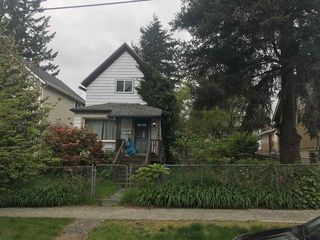 "Photo 2: 457 ROUSSEAU Street in New Westminster: Sapperton House for sale in ""SAPPERTON"" : MLS®# R2366208"