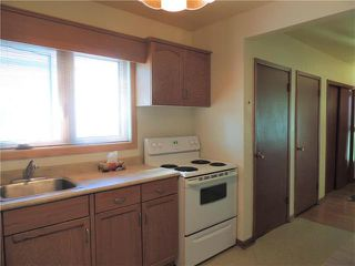 Photo 3: 229 Burrin Avenue in Winnipeg: West Kildonan Residential for sale (4D)  : MLS®# 1916693