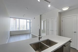 "Photo 7: 910 8688 HAZELBRIDGE Way in Richmond: West Cambie Condo for sale in ""SORRENTO CENTRAL"" : MLS®# R2386998"