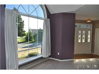 Photo 11: 2409 Twin View Dr in VICTORIA: CS Tanner House for sale (Central Saanich)  : MLS®# 585137