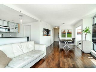 """Photo 6: 2206 33 SMITHE Street in Vancouver: Yaletown Condo for sale in """"Coopers Lookout"""" (Vancouver West)  : MLS®# V1090861"""