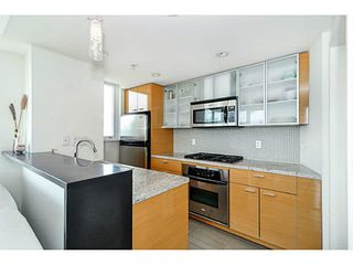 """Photo 8: 2206 33 SMITHE Street in Vancouver: Yaletown Condo for sale in """"Coopers Lookout"""" (Vancouver West)  : MLS®# V1090861"""