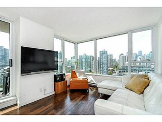 """Photo 4: 2206 33 SMITHE Street in Vancouver: Yaletown Condo for sale in """"Coopers Lookout"""" (Vancouver West)  : MLS®# V1090861"""
