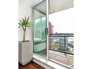 """Photo 7: 2206 33 SMITHE Street in Vancouver: Yaletown Condo for sale in """"Coopers Lookout"""" (Vancouver West)  : MLS®# V1090861"""