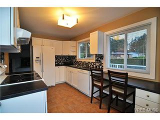Photo 6: 504 Salton Drive in VICTORIA: Co Triangle Single Family Detached for sale (Colwood)  : MLS®# 351880