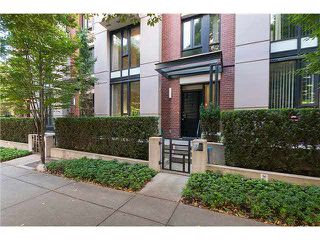 """Photo 1: 328 SMITHE Street in Vancouver: Yaletown Townhouse for sale in """"YALETOWN PARK II"""" (Vancouver West)  : MLS®# V1136824"""