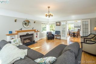 Photo 4: 2660 Mt. Stephen Ave in VICTORIA: Vi Oaklands House for sale (Victoria)  : MLS®# 712303