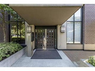 "Photo 2: 1804 151 W 2ND Street in North Vancouver: Lower Lonsdale Condo for sale in ""SKY"" : MLS®# R2030955"